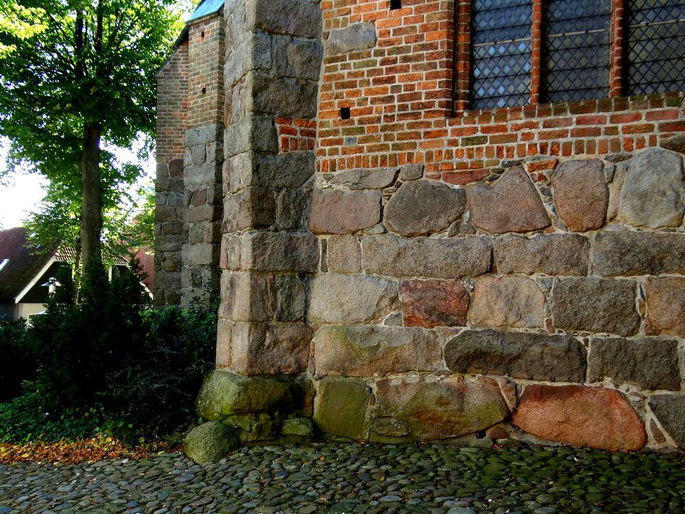 Zwerfsteengebruik  in kerkmuren