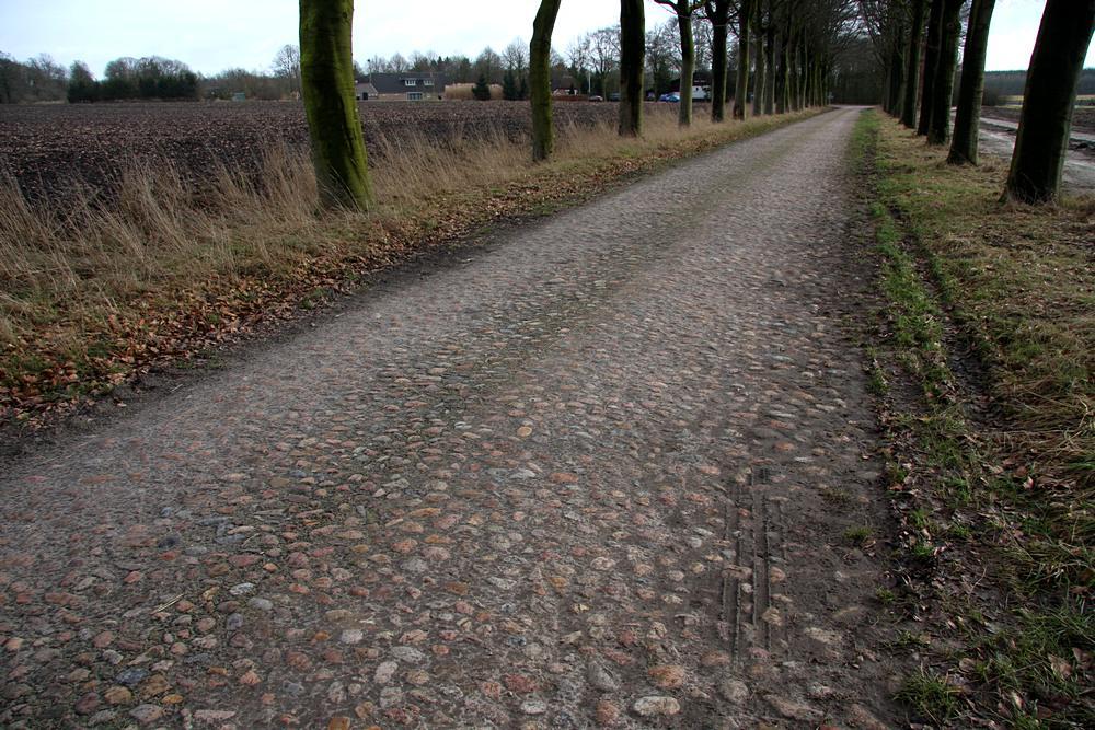 zwerfstenen bestrating keienstraat keienweg  bij Gasselte (Dr (2)