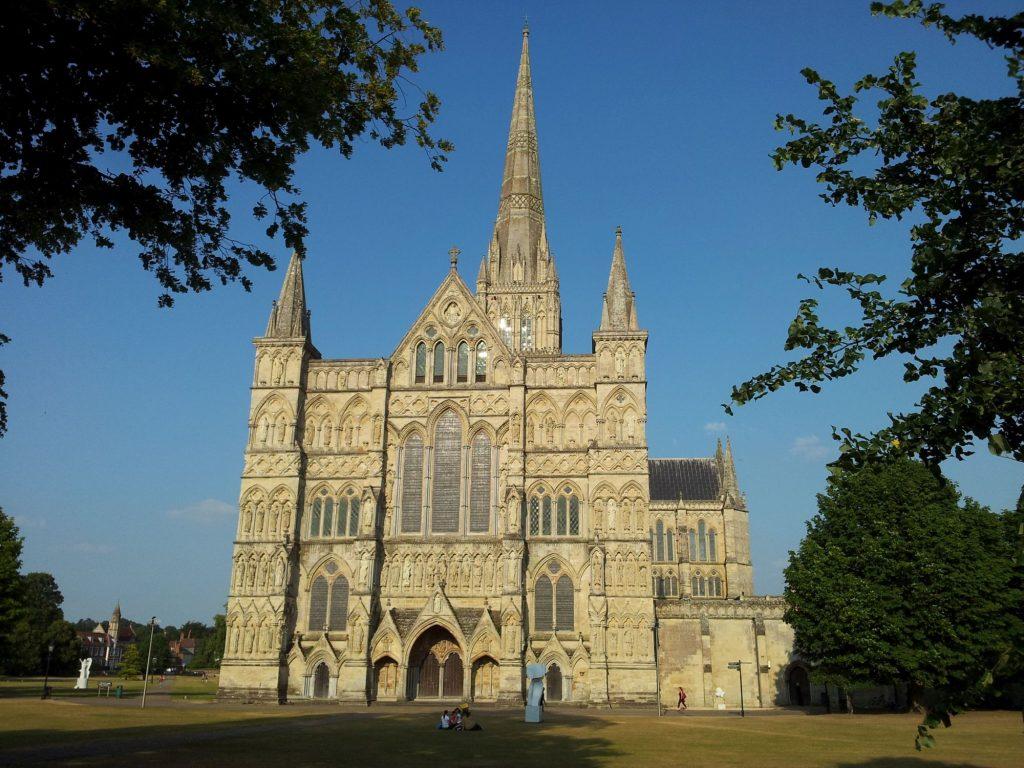 Vlakbij Stonehenge, de prachtige kathedraal van Salisbury