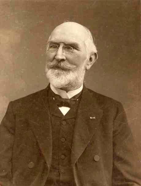 004. Onder leiding van prof. Friedrich Julius van Calker werd in groningen het Geologisch Instituut gebouwd