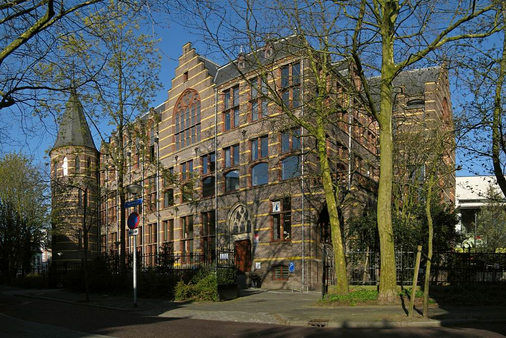 Het Mineralogisch-Geologisch Instituut van de Rijksuniversiteit Groningen. Het pand werd in 1898-1901 gebouwd naar een ontwerp van Jacobus van Lokhorst (1844-1906). Het is een rijksmonument (nr. 485238).