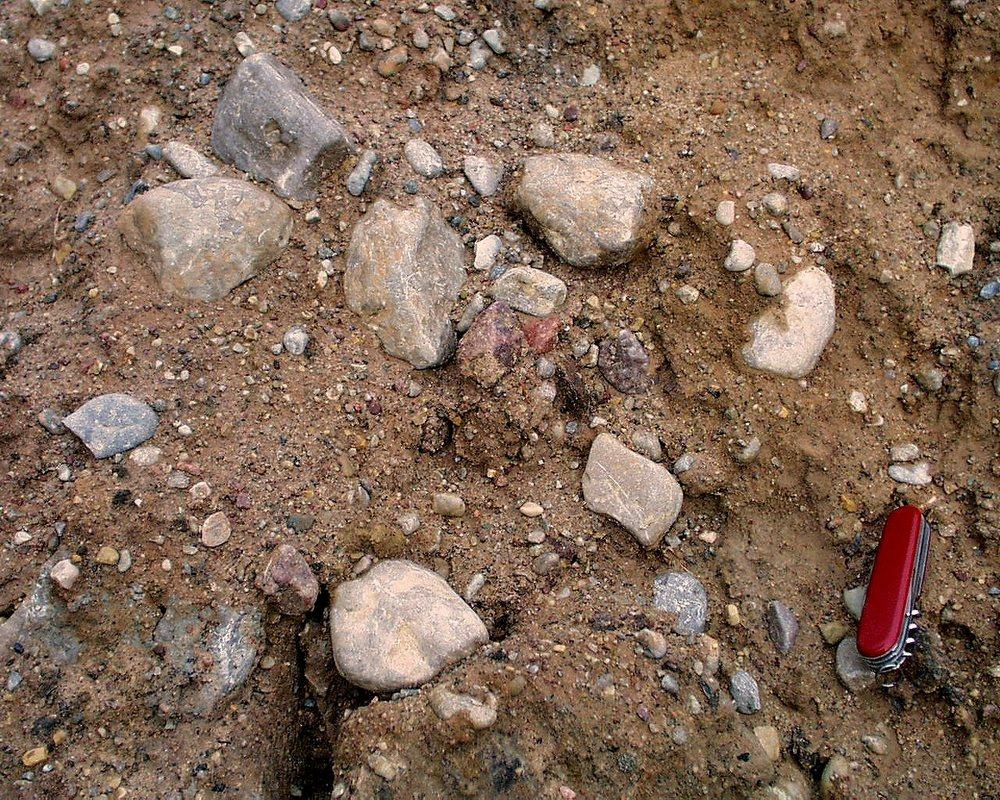 008. In deze kalkstenen komen veel fossielen voor