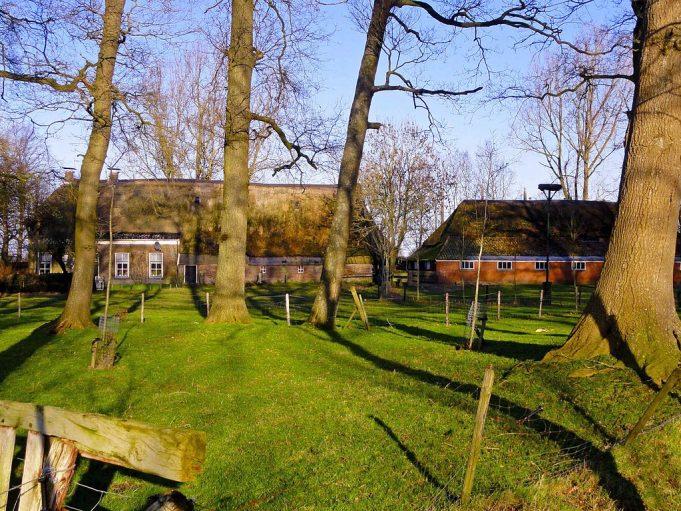 Hallenhuisboerderij (Veenhof 3), Gieten, Drenthe. Gouwenaar [CC0], from Wikimedia Commons.