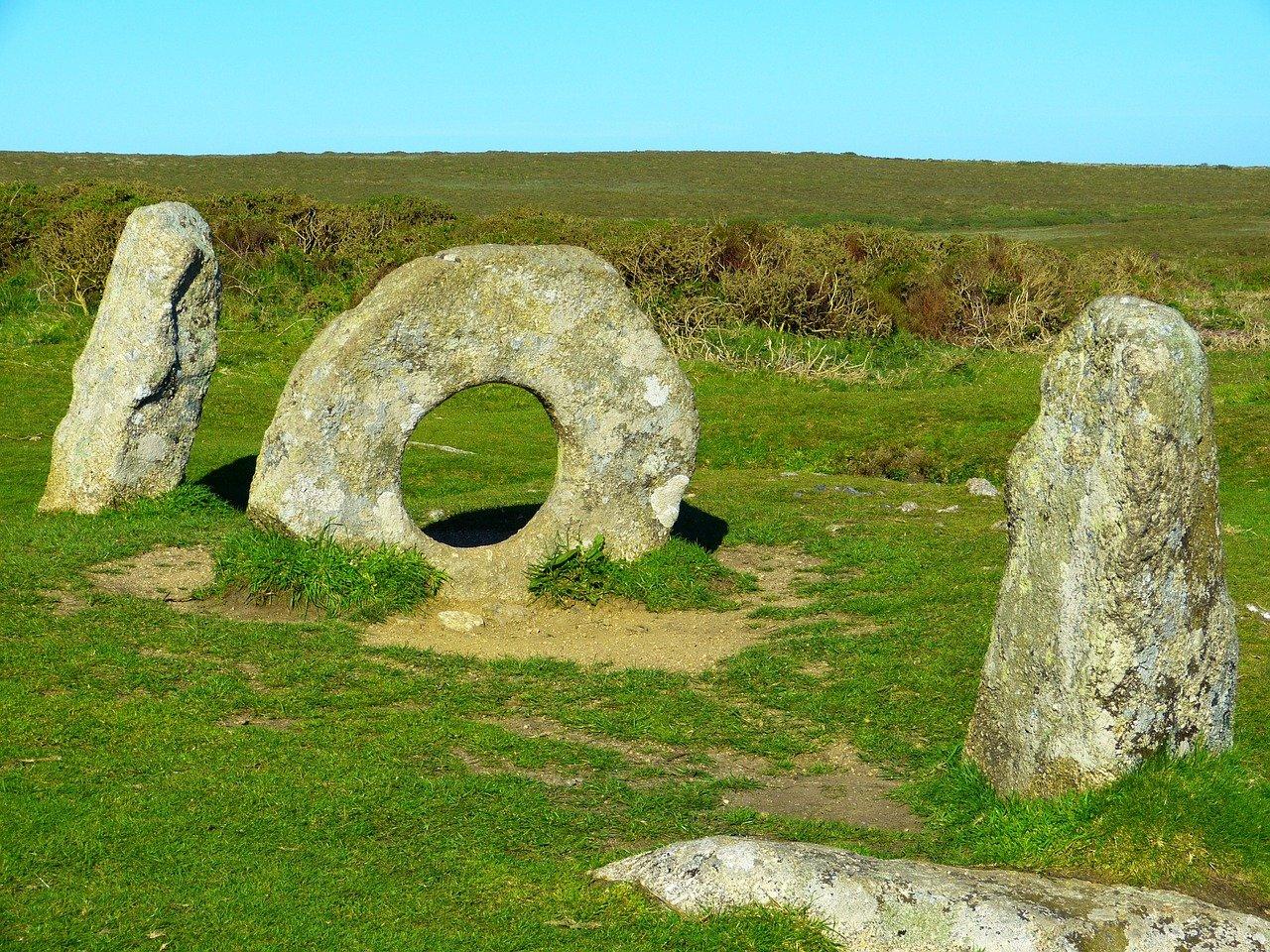 Men-an-Tol is een bijzonder prehistorisch monument in Cornwall