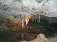 Hato Caves. By NeilEvans at English Wikipedia [Public domain], from Wikimedia Commons.
