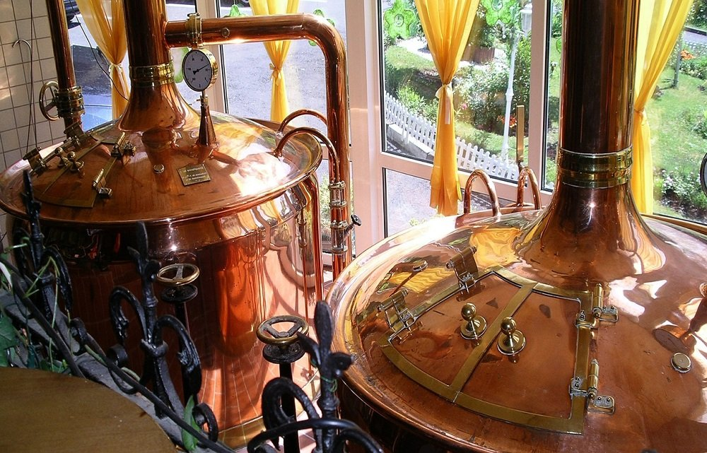 Brouwen van bier in ketels. Afbeelding van K. H. J. / MCI via Pixabay.